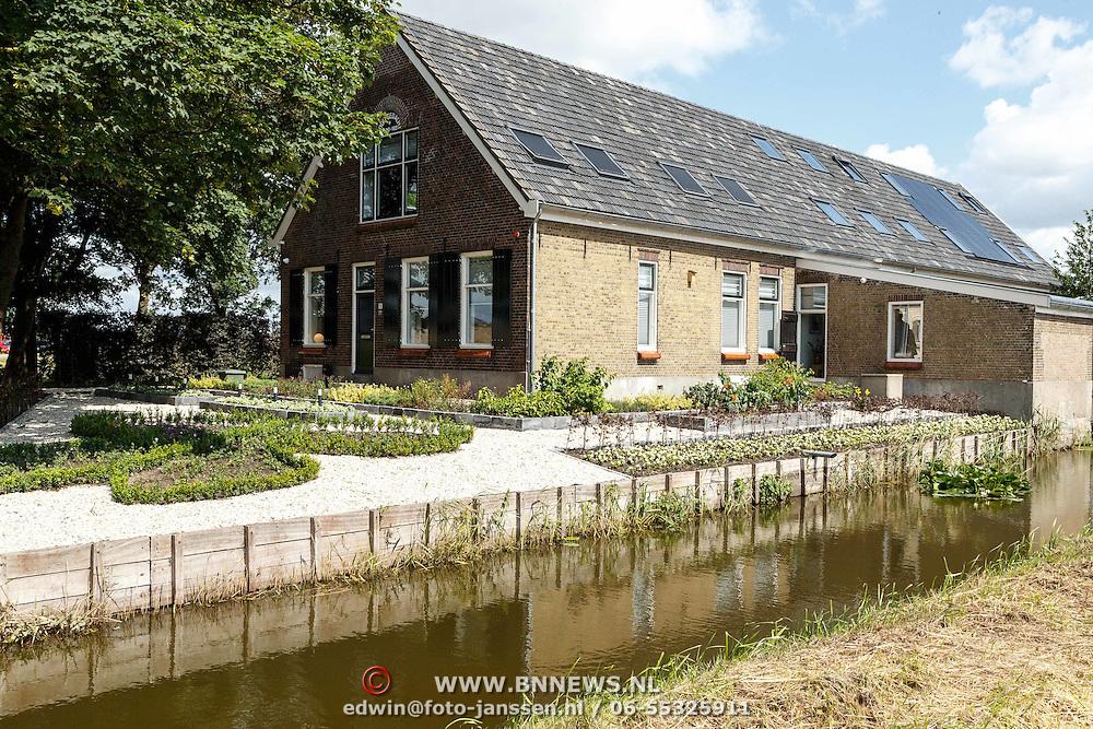 NLD/Zevenhuizen/20150709 -  Koningin Maxima opent het Leontienhuis, een initiatief van oud-wielrenster Leontien Zijlaard-van Moorsel, Het Leontienhuis