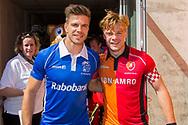 Eindhoven - Oranje Rood - Kampong  Heren, Hoofdklasse Hockey Heren, Seizoen 2017-2018, 05-05-2018, Halve Finale Playoffs, Oranje Rood - Kampong 1-1, Kampong wns, Aanvoerders Sander de Wijn (Kampong) en Mink van der Weerden (Oranje Rood)<br /> <br /> (c) Willem Vernes Fotografie