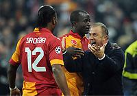 v.l. Didier Drogba, Dany Nounkeu, Trainer Fatih Terim (Galatasaray)<br /> Fussball Champions League<br />  FC Schalke 04 - Galatasaray Istanbul  2:3<br /> Norway only