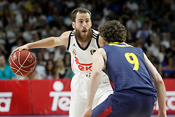 21.06.2015, Palacio de los Deportes, Madrid, ESP, Liga Endesa, Real Madrid vs Barcelona, Finale, 2. Spiel, im Bild Real Madrid's Sergio Rodriguez (l) and FC Barcelona's Marcelinho Huertas // during the second match of Liga Endesa final's between Real Madrid vs Barcelona at the Palacio de los Deportes in Madrid, Spain on 2015/06/21. EXPA Pictures © 2015, PhotoCredit: EXPA/ Alterphotos/ Acero<br /> <br /> *****ATTENTION - OUT of ESP, SUI*****