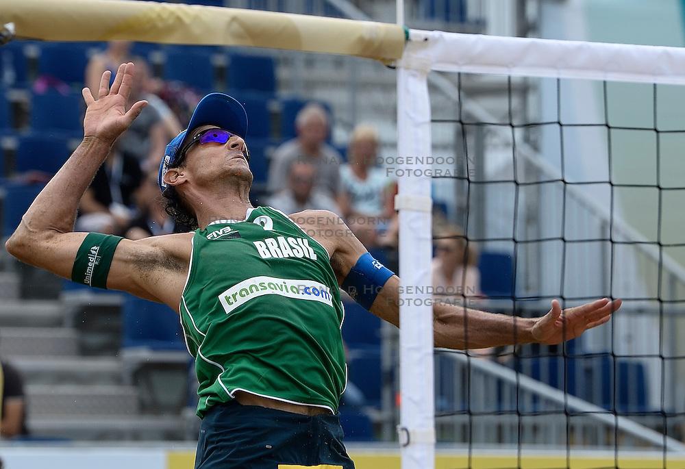 20-07-2014 NED: FIVB Grand Slam Beach Volleybal, Scheveningen<br /> Emanuel Rego (2) BRA