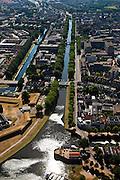 Nederland, Noord-Brabant, Den Bosch, 08-07-2010; Binnenstad met  Zuid-Willemsvaart (links het water van de Aa). Hoogbouw in het midden Jeroen Bosch Ziekenhuis (Groot Ziekengasthuis). .Town view with South Willemsvaart. Highrise in the middle Jeroen Bosch Hospital..luchtfoto (toeslag), aerial photo (additional fee required).foto/photo Siebe Swart