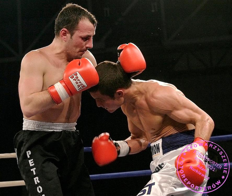 25 02 2006 Wolow Gala Boksu Zawodowego zorganizowana przez Hammer Knockout n/z Szymon Porebski (P) Polska vs  Adrian Parlogea (L) Rumunia..foto Tomasz Walkow/DeFacto/Wrofoto