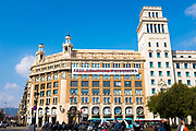 Free Political Prisoners banner, Placa de Catalunya, Barcelona, Catalonia on Thursday February 22nd, referring to the politicians and civil society leaders jailed by the Spanish government-control courts, following the October 1st Catalan independence referendum, and the declaration of independence.  <br /> <br /> The banner - put up by civil society group Omnium - was taken down on February 23 following demands to the mayor from members of Spanish Prime Minister Rajoy's PP party.