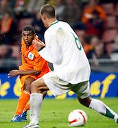 17-10-2007: Voetbal: Nederland-Slovenie: Eindhoven<br /> Ryan Babel op weg naar het doel<br /> Foto: Geert van Erven