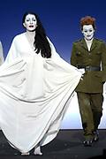 Hare Majesteit Koningin Beatrix wasvrijdagavond 22 juni in het Koninklijk Theater Carr&eacute; in Amsterdam de premi&egrave;re bij van de voorstelling The Life and Death of Marina Abramovic, als onderdeel van het Holland Festival. //// Her Majesty Queen Beatrix wasvrijdagavond 22 June in the Royal Theatre Carr&eacute; in Amsterdam at the premiere of the show The Life and Death of Marina Abramovic, as part of the Holland Festival.<br /> <br /> Op de foto / On the photo: Marina Abramovic en WIllem Dafoe