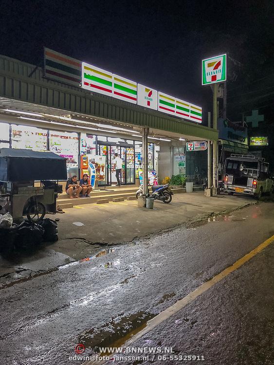 THA/Koh Chang/20180724 - Vakantie Thailand 2018, supermarkt 7 Eleven in de nacht geopend,