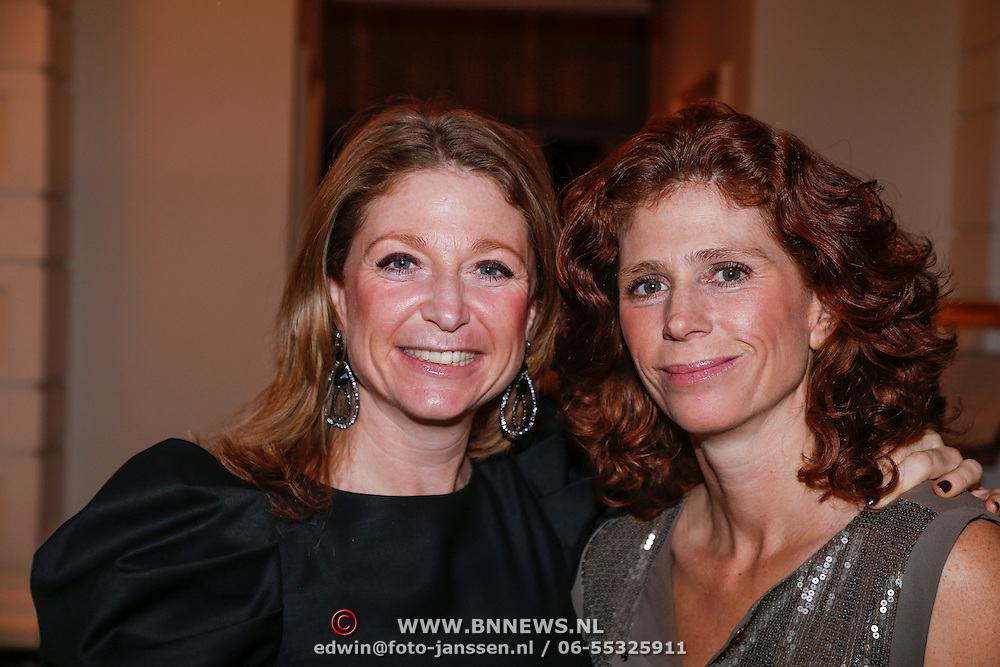 NLD/Amsterdam/20121112 - Beau Monde Awards 2012, Kim en zus Barbara Barend