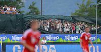 FUSSBALL  1. Bundesliga   2013/2014   Testspiel  FC Bayern Muenchen - Brescia Calcio      09.07.2013 Schmuckbild; Zaungaeste am Stadion in Arco