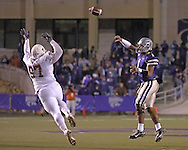 Kansas State quarterback Josh Freeman (R) throws a pass over Texas tackle frank Okam (L) in the second half at Bill Snyder Family Stadium in Manhattan, Kansas, November 11, 2006.  The Wildcats upset the 4th ranked Longhorns 45-42.<br />