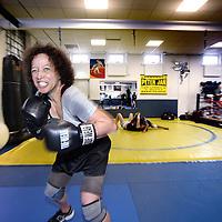Nederland, Amsterdam , 19 oktober 2013<br /> Schrijfster Hermine Landvreugd tijdens de bokstraining, haar favouriete uitlaatklep<br /> Foto:Jean-Pierre Jans