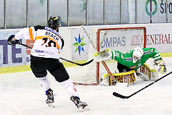 29.01.2017, Hala Tivoli, Ljubljana, SLO, EBEL, HDD Olimpija Ljubljana vs Moser Medical Graz 99ers, Platzierungsrunde, im Bild Kyle Beach of Graz 99ers vs Jeff Frazee of Olimpija // during the Erste Bank Icehockey League placement round match between HDD Olimpija Ljubljana and Moser Medical Graz 99ers at the Hala Tivoli in Ljubljana, Slovenia on 2017/01/29. EXPA Pictures © 2017, PhotoCredit: EXPA/ Sportida/ Morgan Kristan<br /> <br /> *****ATTENTION - OUT of SLO, FRA*****