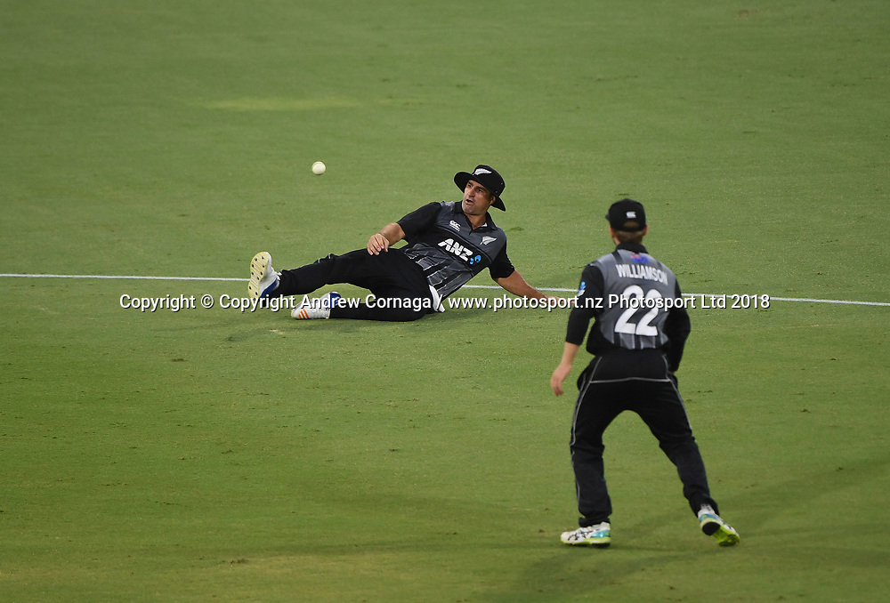 Colin de Grandhomme drops a catch.<br /> Pakistan tour of New Zealand. T20 Series. 3rd Twenty20 international cricket match, Bay Oval, Mt Maunganui, New Zealand. Sunday 28 January 2018. &copy; Copyright Photo: Andrew Cornaga / www.Photosport.nz