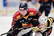 STOCKHOM 2017-10-27: Jesper Pettersson i Djurg&aring;rdens IF och Adam Pettersson i Skellefte&aring; AIK under matchen i SHL mellan Djurg&aring;rdens IF och Skellefte&aring; AIK p&aring; Hovet, Stockholm, den 27 oktober 2017.<br /> Foto: Nils Petter Nilsson/Ombrello<br /> ***BETALBILD***