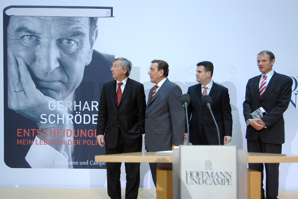 """26 OCT 2006, BERLIN/GERMANY:<br /> Jean-Claude Juncker, Premierminister Luxenburg, Gerhard Schroeder, SPD, Bundeskanzler a.D., Hubertus Heil, SPD Generalsekretaer, und Guenter Berg,  Geschaeftsfuehrer Hofmann und Campe, (v.L.n.R.), zu Beginn einer Pressekonferenz zur Vorstellung seines Buches """"Entscheidungen. Mein Leben in der Politik"""", Willy-Brandt-Haus<br /> IMAGE: 20061026-01-005<br /> KEYWORDS: Gerhard Schröder, Autobiografie, Biografie, Buch, Günter Berg,"""