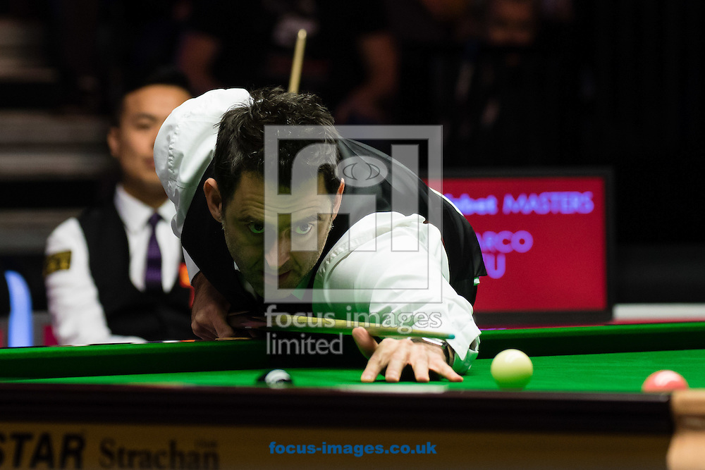 Ronnie O'Sullivan pots the pink to beat Marco Fu in the final frame of his 6-4 victory during the semi-finals of the Dafabet Snooker Masters 2017 at Alexandra Palace, London<br /> Picture by Mark Chappell/Focus Images Ltd +44 77927 63340<br /> 21/01/2017