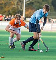 BLOEMENDAAL  -  Hidde Kolmeijer (Nijmegen) met Noah Krop (Bl'daal) , competitiewedstrijd junioren  landelijk  Bloemendaal JA1-Nijmegen JA1 (2-2) . COPYRIGHT KOEN SUYK