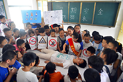 June 20, 2017 - Liaocheng, Liaocheng, China - Liaocheng, CHINA-June 20 2017: (EDITORIAL USE ONLY. CHINA OUT)..College students teach pupils how to protect themselves and popularize knowledge of emergency rescue at a primary school in Liaocheng, east China's Shandong Province, June 20th, 2017, wishing that pupils will have a safe summer holiday. (Credit Image: © SIPA Asia via ZUMA Wire)