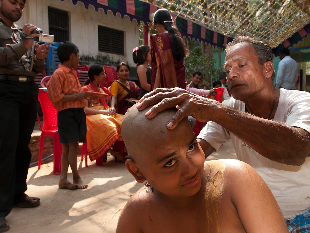 The barber has a special place in the brahmin households in Orissa. He and his wife have an important role to play in sacred thread ceremonies and weddings. This is unlike other parts of India.