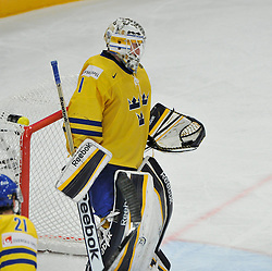 11.05.2013, Globe Arena, Stockholm, SWE, IIHF, Eishockey WM, Schweden vs Slowenien, im Bild Sverige Sweden 1 Goalkeeper Jhonas Enroth räddar med pucken in handsken // during the IIHF Icehockey World Championship Game between Sweden and Slovenia at the Ericsson Globe, Stockholm, Sweden on 2013/05/11. EXPA Pictures © 2013, PhotoCredit: EXPA/ PicAgency Skycam/ Simone Syversson..***** ATTENTION - OUT OF SWE *****