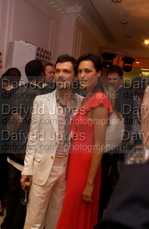 Matthew Williamson and Yasmin le Bon, Matthew Williamson shop opening, 28 Bruton St. 28 April 2004. ONE TIME USE ONLY - DO NOT ARCHIVE  © Copyright Photograph by Dafydd Jones 66 Stockwell Park Rd. London SW9 0DA Tel 020 7733 0108 www.dafjones.com