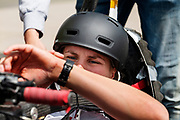Op vliegbasis Woensdrecht test het team met de VeloX 7. In september wil het Human Power Team Delft en Amsterdam, dat bestaat uit studenten van de TU Delft en de VU Amsterdam, tijdens de World Human Powered Speed Challenge in Nevada een poging doen het wereldrecord snelfietsen voor vrouwen te verbreken met de VeloX 9, een gestroomlijnde ligfiets. Het record is met 121,81 km/h sinds 2010 in handen van de Francaise Barbara Buatois. De Canadees Todd Reichert is de snelste man met 144,17 km/h sinds 2016.<br /> <br /> With the VeloX 9, a special recumbent bike, the Human Power Team Delft and Amsterdam, consisting of students of the TU Delft and the VU Amsterdam, also wants to set a new woman's world record cycling in September at the World Human Powered Speed Challenge in Nevada. The current speed record is 121,81 km/h, set in 2010 by Barbara Buatois. The fastest man is Todd Reichert with 144,17 km/h.