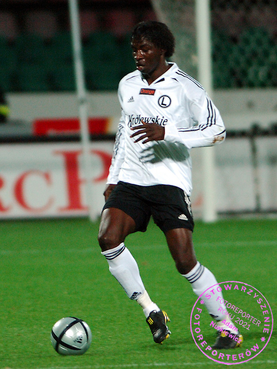 n/z.: Moussa Ouattara (nr29-Legia) podczas meczu ligowego Legia Warszawa (biale-czarne) - Wisla Plock (niebieskie) 3:0 , I liga polska , 10 kolejka sezon 2005/2006 , pilka nozna , Polska , Warszawa , 15-10-2005 , fot.: Adam Nurkiewicz / mediasport..Moussa Ouattara (nr29-Legia) controls the ball during Polish league first division soccer match in Warsaw. October 15, 2005 ; Legia Warszawa (white-black) - Wisla Plock (blue) 3:0 ; 10 round season 2005/2006 , football , Poland , Warsaw ( Photo by Adam Nurkiewicz / mediasport )