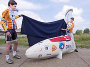 Jan Bos (links) en projectleider Paul Denissen onthullen de VeloX2. Het Human Powered Team Delft en Amsterdam presenteert de VeloX2, de fiets waarmee ze het wereldrecord willen verbreken dat nu op 133 km/h staat. Jan Bos, een van de rijders die het record gaat proberen te verbreken, gaat de strijd aan met zijn broer Theo Bos op de gewone racefiets. Jan wint uiteindelijk glansrijk en haalt 77,2 km/h.<br /> <br /> Jan Bos (left) and team captain Paul Denissen uncover the VeloX2. Human Powered Team Delft and Amsterdam presents the VeloX2, the bike which they will attempt to set a new world record with. Jan Bos, on of the two cyclists who will try to ride faster than 133 km/h, is racing at the presentation against his brother Theo Bos, a former world champion and cyclist for the Rabobank Racing Team. Jan will defeat Theo, with a maximum speed of 77,2 km/h.