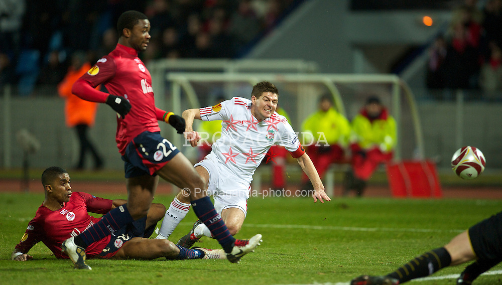 LILLE, FRANCE - Thursday, March 11, 2010: Liverpool's captain Steven Gerrard MBE is thwarted from scoring an injury time equalising goal against LOSC Lille Metropole during the UEFA Europa League Round of 16 1st Leg match at the Stadium Lille-Metropole. (Photo by David Rawcliffe/Propaganda)