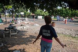 A Buena Vista, città liberata da tempo, restano i civili dietro le trincee.
