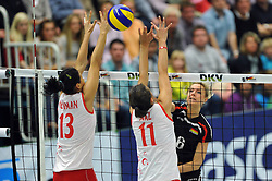 09.10.2010, Halle Berg Fidel, Muenster, GER, Vorbereitung Volleyball WM Frauen 2010, Laenderspiel Deutschland ( GER ) vs. Tuerkei ( TUR ), im Bild Neriman Oezsoy (#13 TUR), Naz Aydemir (#11 TUR) - Saskia Hippe (#6 GER). EXPA Pictures © 2010, PhotoCredit: EXPA/ nph/   Conny Kurth+++++ ATTENTION - OUT OF GER +++++