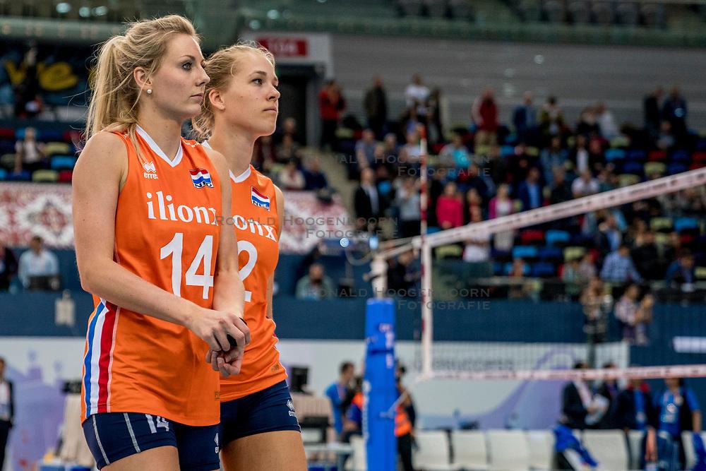 01-10-2017 AZE: Final CEV European Volleyball Nederland - Servie, Baku<br /> Nederland verliest opnieuw de finale op een EK. Servi&euml; was met 3-1 te sterk / Laura Dijkema #14 of Netherlands, Femke Stoltenborg #2 of Netherlands