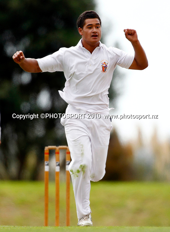 Kings bowler Fa'asiu Fuata'i celebrates a wicket. Gillette Cup Cricket. Auckland Secondary Schools One Day Cricket Final, Parnell, Auckland. 29 March 2010. Photo: Simon Watts/PHOTOSPORT