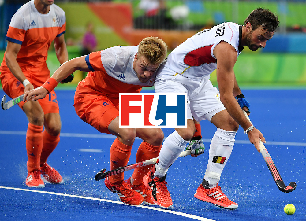 Belgium's Sebastien Dockier (R) vies with Netherland's Mink van der Weerden during the men's semifinal field hockey Belgium vs Netherlands match of the Rio 2016 Olympics Games at the Olympic Hockey Centre in Rio de Janeiro on August 16, 2016. / AFP / Pascal GUYOT        (Photo credit should read PASCAL GUYOT/AFP/Getty Images)