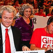 NLD/Hilversum/20100121 - Benefietactie voor het door een aardbeving getroffen Haiti, Geert Wilders en SHO-voorzitter Farah Karimi, Mark Rutte