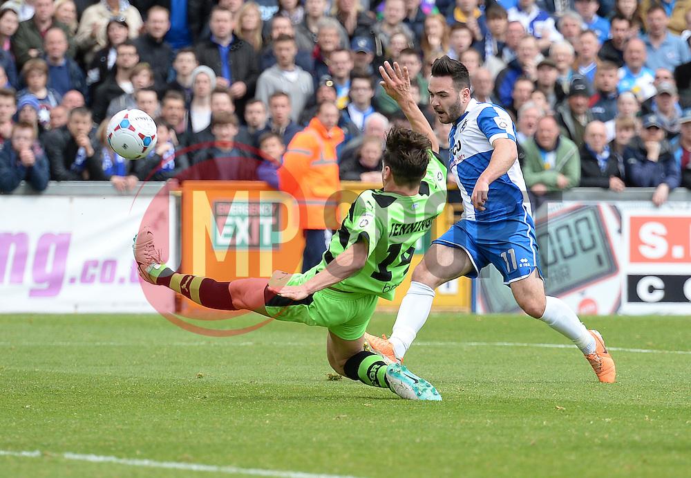 Bristol Rovers' Jake Gosling shoots at goal. - Photo mandatory by-line: Alex James/JMP - Mobile: 07966 386802 - 03/05/2015 - SPORT - Football - Bristol - Memorial Stadium - Bristol Rovers v Forest Green Rovers - Vanarama Football Conference