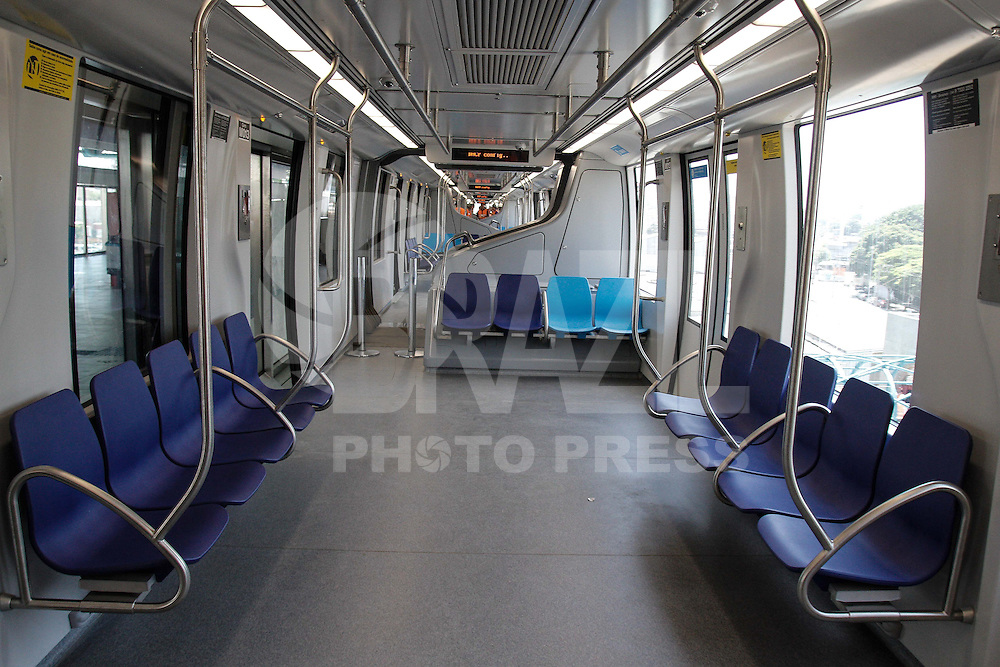 SÃO PAULO,SP,10.01.2014 - VIAGEM EXPERIMENTAL MONOTRILHO LINHA 15 - O metro realizou na  manhã de hoje (10) a primeira  viagem experimental do monotrilho da linha 15 na Vila Prudente na zona leste de São Paulo. (Foto Ale Vianna/Brazil Photo Press).