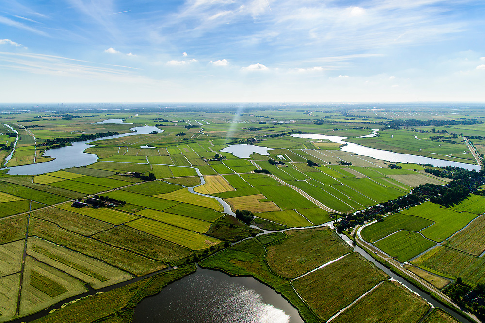 Nederland, Noord-Holland, Landelijk Noord, 13-06-2017; Waterland met Blijkmeerpolder, Uitdammer Die in de voorgrond, zicht op Kinselmeer en Uitdammerdijk.<br /> De dijk staat op de nominatie om verstrekt te worden, bewoners en actievoerders vrezen aantasting van de monumentale dijk en verlies culturele waarden.<br /> Rural area Waterland, North of Amsterdam.<br /> luchtfoto (toeslag op standaard tarieven);<br /> aerial photo (additional fee required);<br /> copyright foto/photo Siebe Swart
