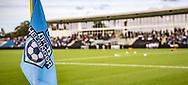Hovedtribunen set fra hjørneflaget før kampen i 2. Division mellem FC Helsingør og Boldklubben Avarta den 16. august 2019, på Helsingør Ny Stadion (Foto: Claus Birch)
