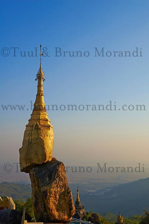 Myanmar (ex Birmanie), Province de Mon, Mawlamyine (Moulmein), rocher d'or de Nwa La Bo // Myanmar (Burma), Mon state, Mawlamyine (Moulmein), golden rock of Nwa La Bo