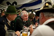 Ministerpraesident von Bayern Horst Seehofer (CSU) im Gespräch mit Gebirgsschützen bei der Eröffnung des Berliner Oktoberfestes am Mittwoch 15.09.2010 in Berlin.