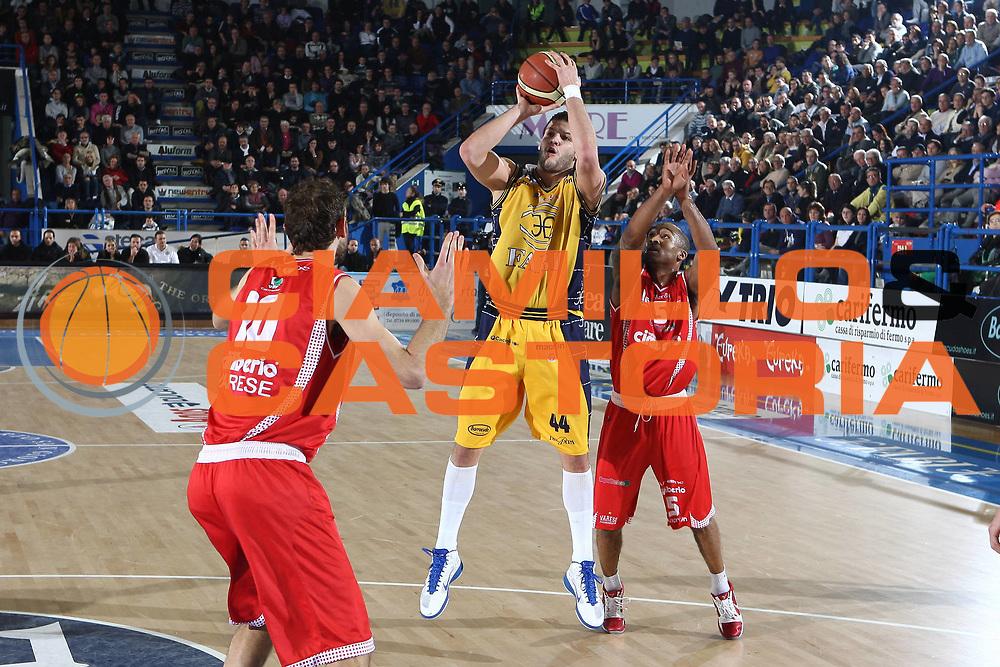 DESCRIZIONE : Porto San Giorgio Lega A 2010-11 Fabi Montegranaro Cimberio Varese<br /> GIOCATORE : Dejan Ivanov<br /> SQUADRA : Fabi Montegranaro <br /> EVENTO : Campionato Lega A 2010-2011<br /> GARA : Fabi Montegranaro Cimberio Varese<br /> DATA : 09/01/2011<br /> CATEGORIA : tiro penetrazione<br /> SPORT : Pallacanestro<br /> AUTORE : Agenzia Ciamillo-Castoria/C.De Massis<br /> Galleria : Lega Basket A 2010-2011<br /> Fotonotizia : Porto San Giorgio Lega A 2010-11 Fabi Montegranaro Cimberio Varese<br /> Predefinita :
