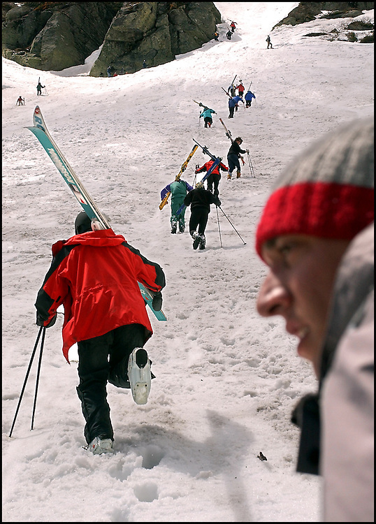 (5/10/03 Mt. Washington, NH) Skiers taking advantage of spring conditions at Tuckerman's Ravine. (051003tuckmjs-staff photo  by Michael Seamans. Saved in photo Adv. Sports/cd.)