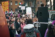 Manifestazione contro Berlusconi. Arcore, 6 febbraio 2011.