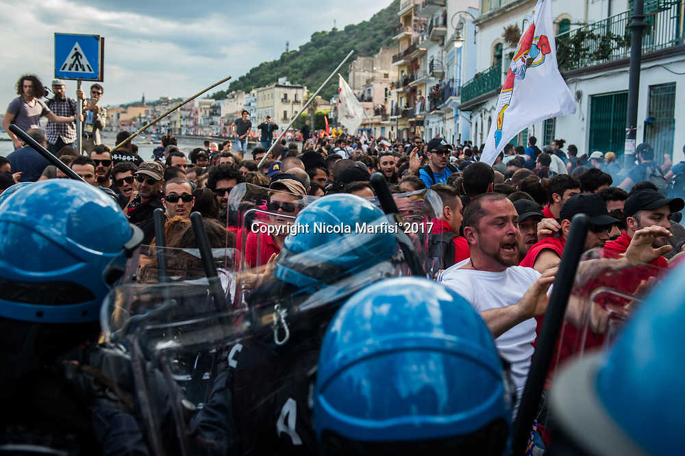 Taormina 27-05-2017 G7, Demonstration of No Borders against the G7 Summit in Giardini Naxos, clashes with Police