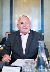20.06.2017, Parlament, Wien, AUT, Parlament, Untersuchungsausschuss betreffend der Beschaffung von Kampfflugzeugen des Typs Eurofighter. im Bild ehemaliger Bundeskanzler Alfred Gusenbauer (SPÖ) // former Chancellor of Austria Alfred Gusenbauer (SPOe) during meeting of parliamentary enquiry committee according to the procurement of Eurofighter aircrafts at austrian parliament in Vienna, Austria on 2017/06/20, EXPA Pictures © 2017, PhotoCredit: EXPA/ Michael Gruber