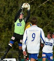 Raufoss 28092003 Raufoss Fotball - FK Haugesund 4-1. Haugesundkeeper Jan Kjell Larsen redder i feltet.<br /> <br /> Foto: Digitalsport