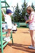 """n/z.: Dzieci podczas drugiej edycji Szukamy Tenisowych Asow BZWBK na kortach szkoly tenisowej Mera w Warszawie , tenis , Polska , Warszawa , 26-05-2007 , fot.: Adam Nurkiewicz / mediasport..Children during second edition """"Looking tennis' aces"""" in tennis school Mera in Warsaw, Poland. May 26, 2007 ; tennis , Poland , Warsaw ( Photo by Adam Nurkiewicz / mediasport )..*** ZDJECIE MOZE BYC UZYTE W PRASIE, GDY SPOSOB JEGO WYKORZYSTANIA ORAZ PODPIS NIE OBRAZAJA OSOB ZNAJDUJACYCH SIE NA FOTOGRAFII***"""