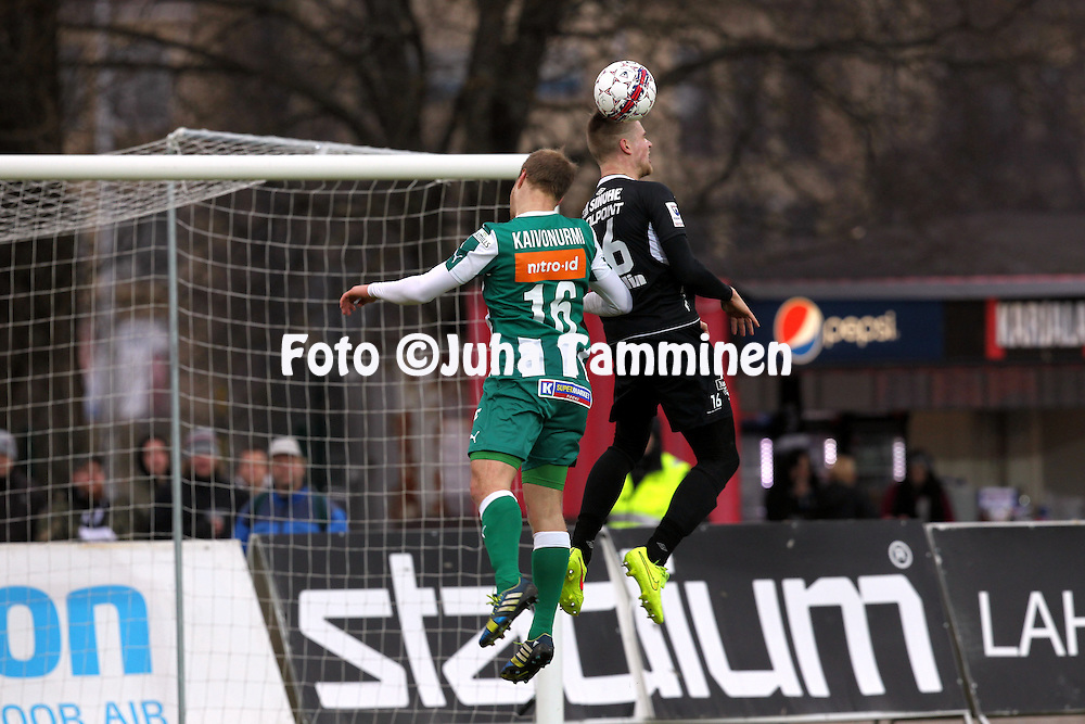 12.4.2015, Kisapuisto, Lahti.<br /> Veikkausliiga 2015.<br /> FC Lahti - FC KTP.<br /> Samuli Kaivonurmi (KTP) v Henri Toivom&auml;ki (FC Lahti).