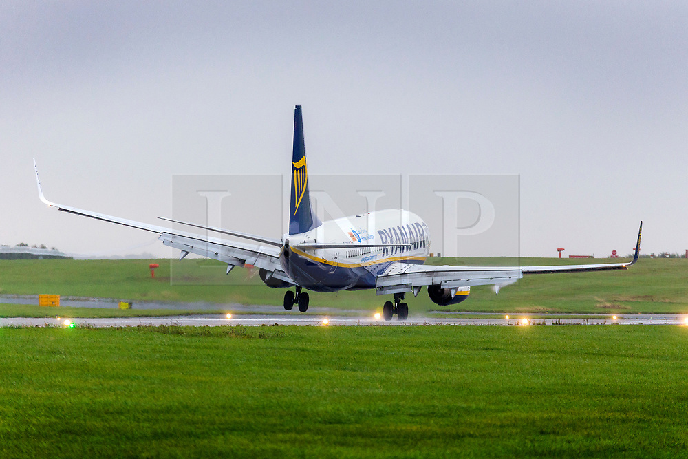 © Licensed to London News Pictures. 18/09/2018. Leeds UK. A Ryanair aircraft struggles to land this morning in strong cross winds at Englands highest airport, Leeds Bradford International. Wind speeds are expected to increase tomorrow with the arrival of Storm Ali. Photo credit: Andrew McCaren/LNP